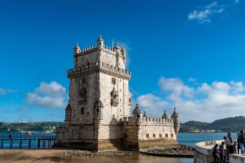 Malerische Dörfer und Burgen